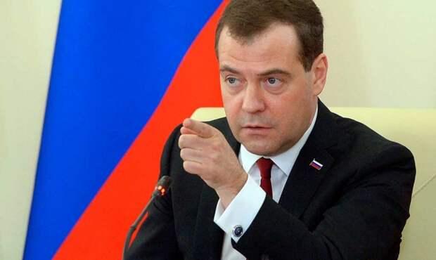 Медведев заслушает врио губернатора Челябинской области Дубровского о готовности к началу учебного года