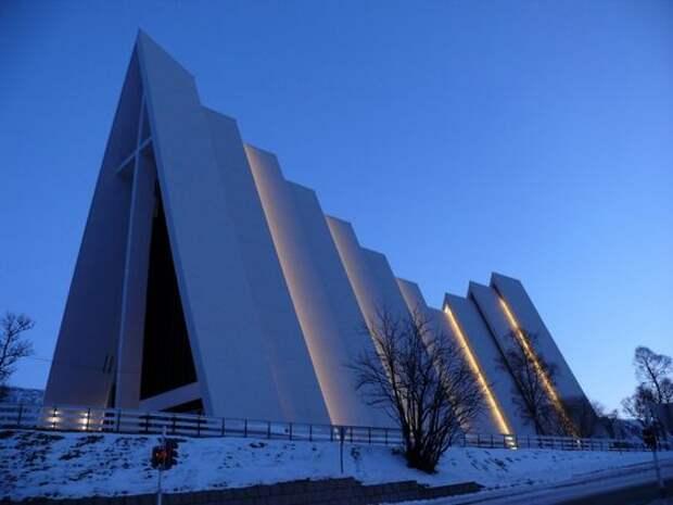 Лютеранский арктический собор удивляет лаконичностью архитектуры