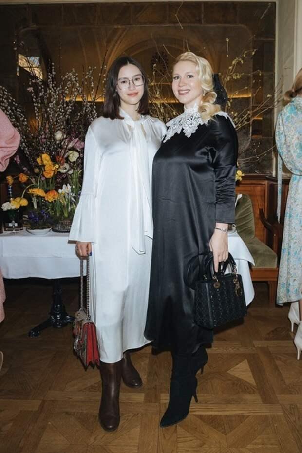 Светлана Бондарчук, Яна Рудковская и другие на праздновании Масленицы в Москве