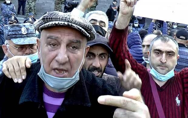 «Русские нас бросили». Что думают армяне в Ереване о потере Карабаха
