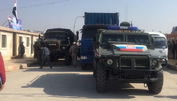 Патруль военной полиции РФ развернул колонну американских военных в Сирии